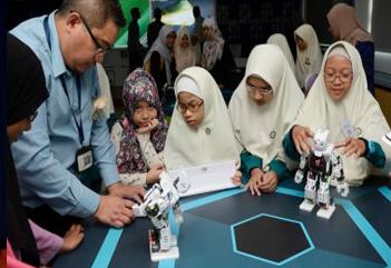 Madrasah Irsyad Zuhri lancarkan makmal STEM